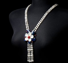 RWB Flower Brooch & Pearl Necklace